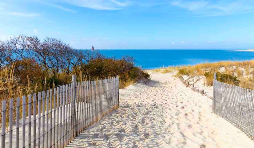 Luxury Condo in Lewes less than 5 miles to beach!