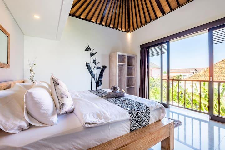 Bedroom with En-suite 3, over looking the pool