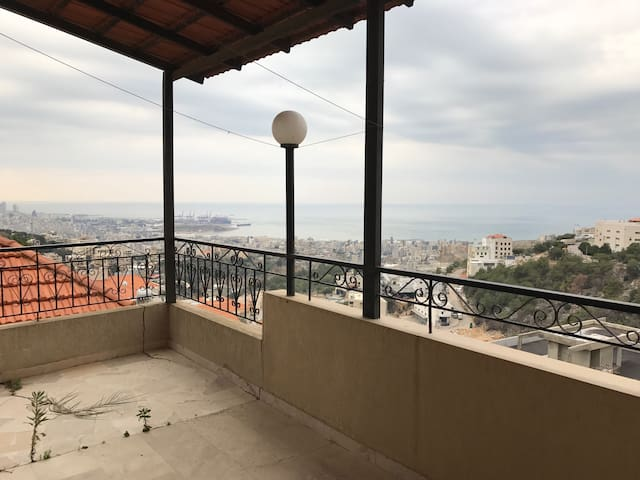 Great Apartment with Lovely View - Ain Saadeh - Apartamento