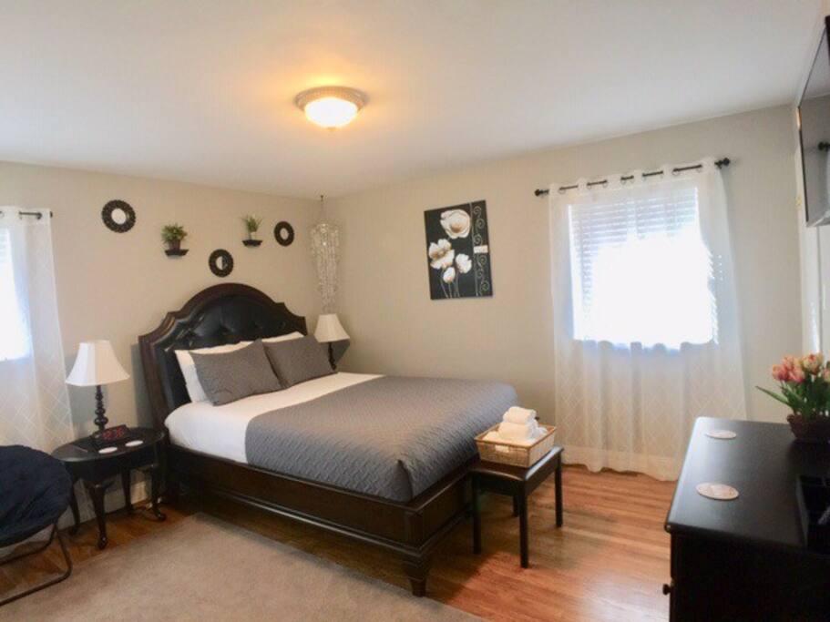 Master bedroom (sleeps 2)