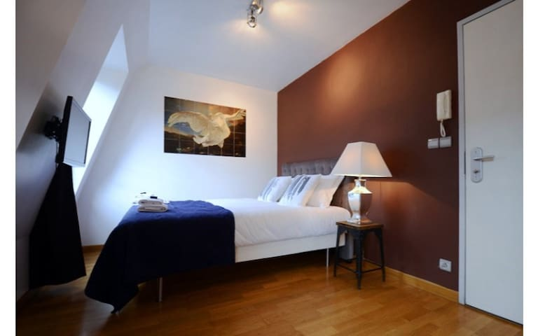 Studio for 2 persons located on the left bank of the Seine