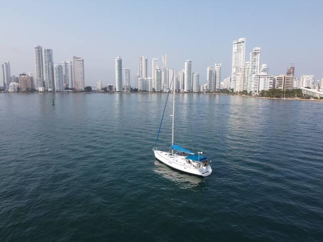 live aboard a sailboat at Cartagena Bay