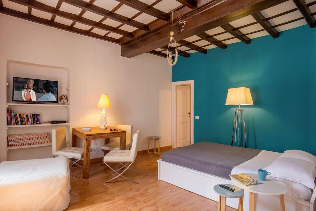Cozy studio parlamento apartments for rent in rome for Studio apartments in rome