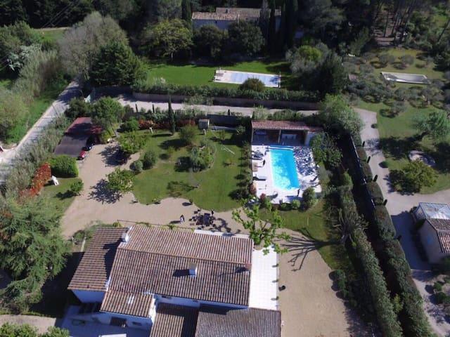 Mas provençal avec piscine chauffée privée 1061 - Mas-Blanc-des-Alpilles - Maison