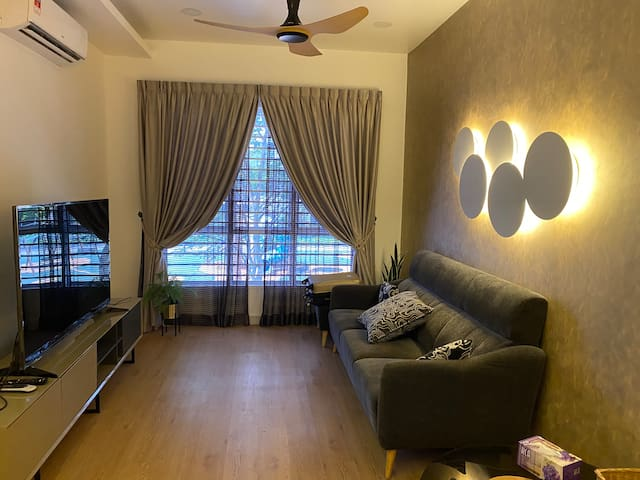 Designer condo BSP21 near KLIA (WIFI, Android Box)