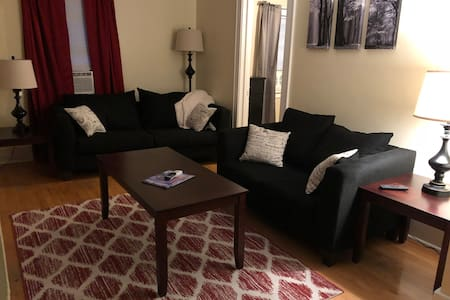 Cozy upper apartment 8 minutes from Lambeau.