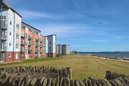 Stylish Coastal Park Apartment - Llanelli - Lägenhet