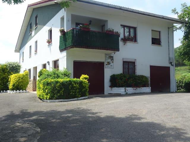 Apartamento situado a 6 km de San Sebastián