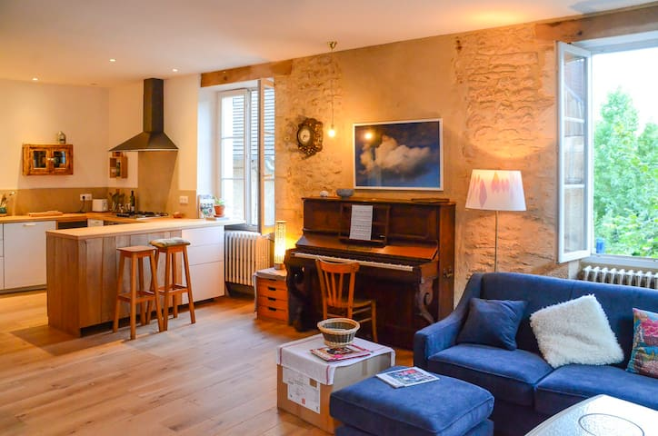 Happy & Cosy home in the old town of Montignac - Montignac - 連棟房屋