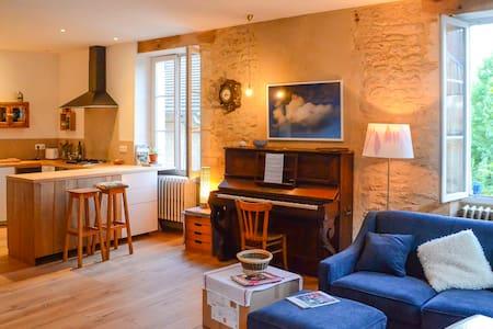 Maison joyeuse et calme dans la vieille ville - Montignac