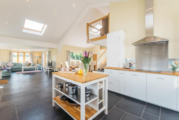 Stunning barn conversion Maythorn Farm Stevington