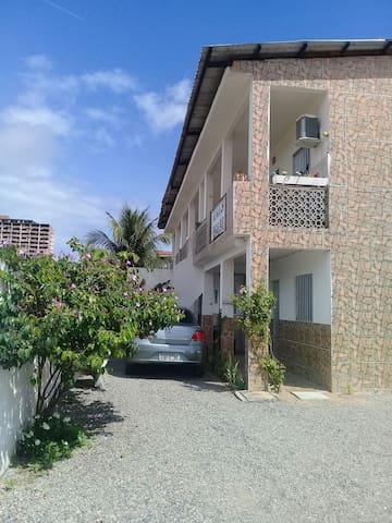 Lindos flats novos na praia de Maria Farinha