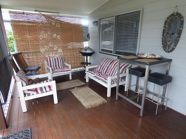 Beautiful Lakeview 3bed Beach House - Woodgate - Casa