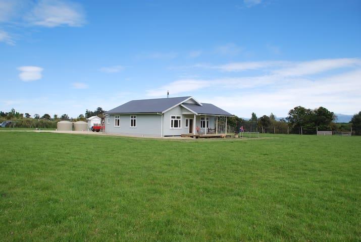 Farmlet Retreat - Te Whiti - บ้าน