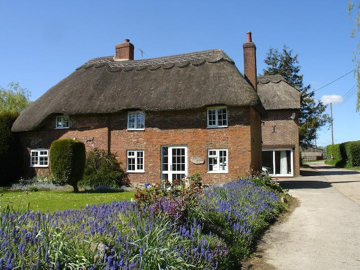 Well Cottage, Honeystreet, Pewsey - Double Room