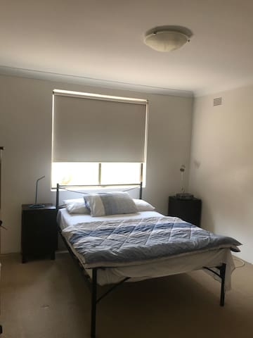 Main Bedroom - Queen Bed.