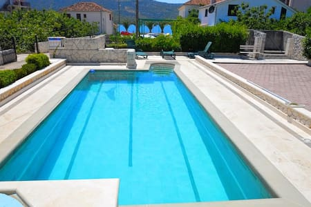056,One bedroom apartment with pool,60 m from beach - Poljica - Apartment