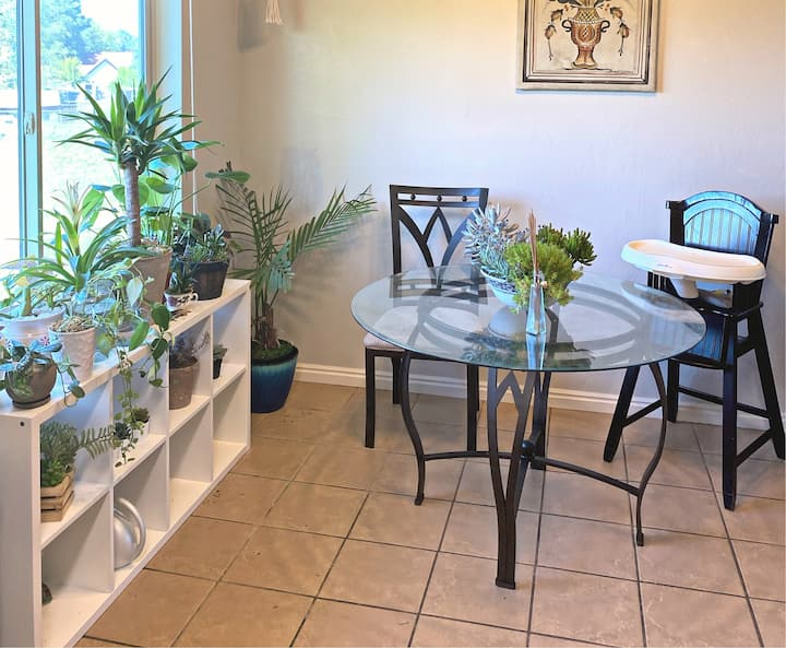 "Simple stay in ""plant house"" - PET friendly"