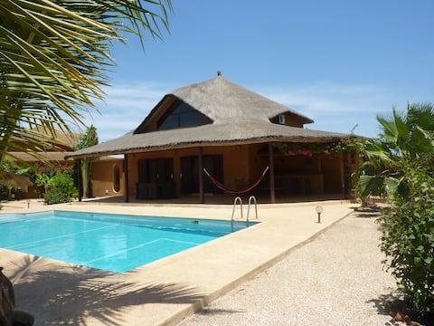 Nianing villa avec piscine prive dans Residence