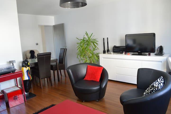 Bright 2 bedroom flat + PARKING - Nantes - Daire