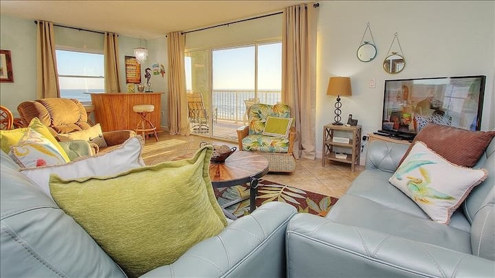 HV3-402: Lose Yourself in Heavenly Views in this Modern Beachfront Escape on the Gulf of Mexico