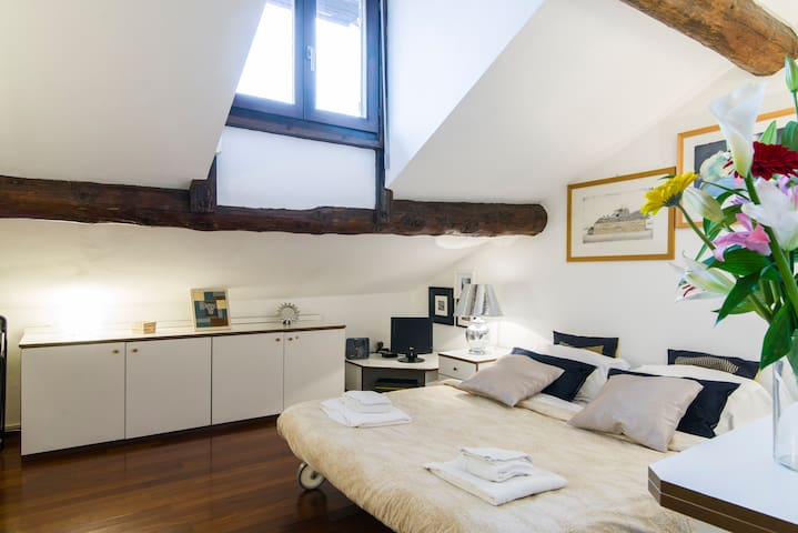 NEW! Lovely  little apartment M1 Porta Venezia!