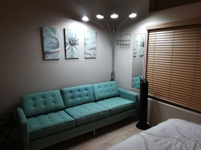 Living Room 1 Bed Near Airport/Mall/Vegas Sign 4