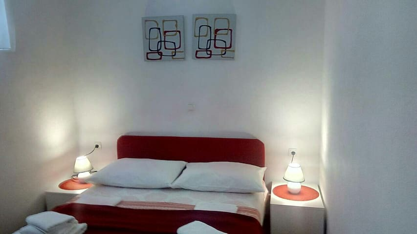 Apartment 4+2 in center of Makarska, free parking