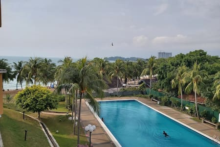 Nat's beach & pool view home, Teluk Kemang