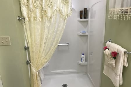 Private Room w/Private Entrance&Private Bathroom! - West Haven