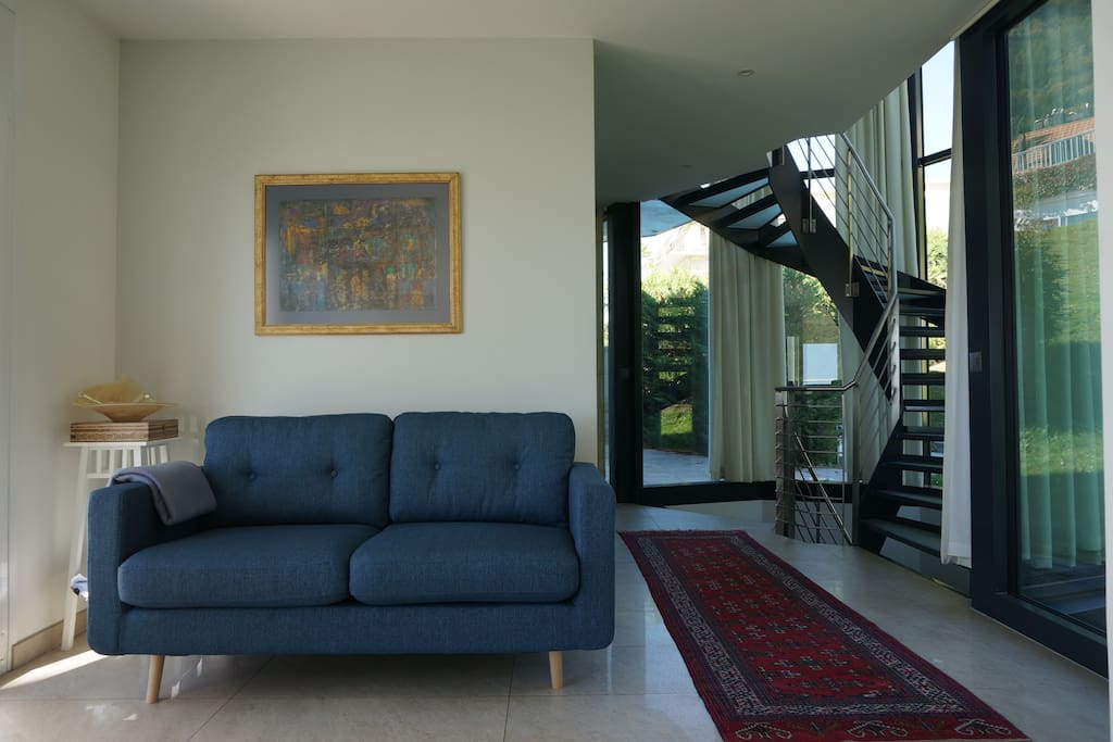 Entrance / Living room