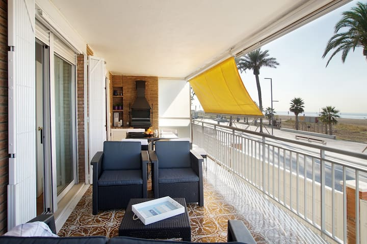 Front beach apartment Be my Guest Castelldefels - Castelldefels - Apartment