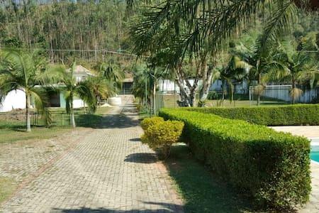 Sítio/Casa de Campo-Ótima localização - Santa Branca