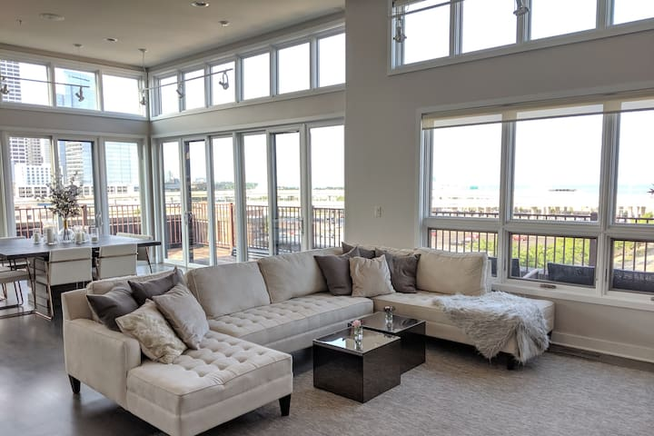 LUXURY 3Bed/2Bath PENTHOUSE - DOWNTOWN/THIRD WARD