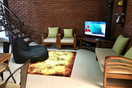 Close to city centre, homy&spacious room@tegalega - Regol - Talo