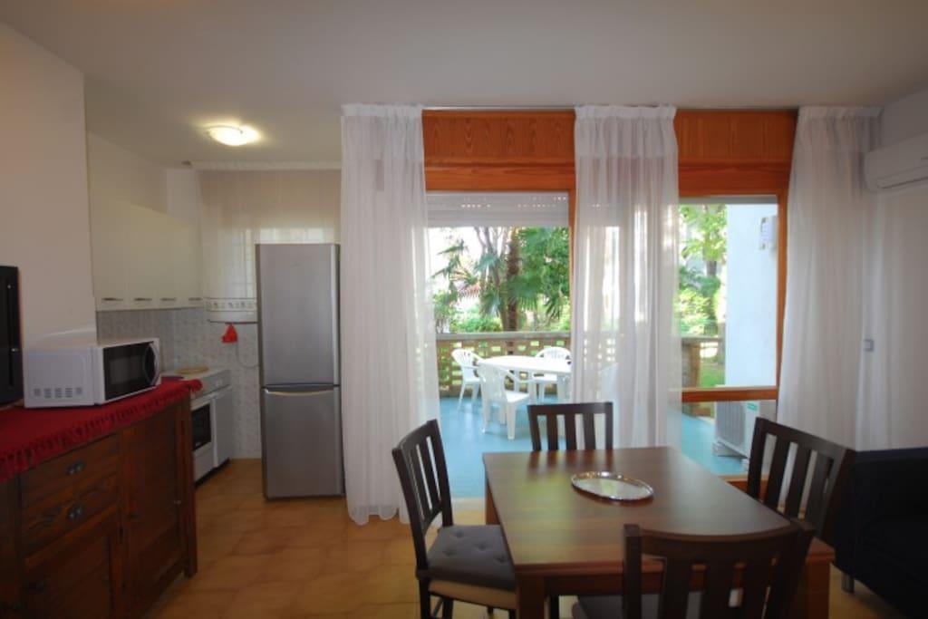 Soggiorno con angolo cottura | Living-dining room with kitchen corner
