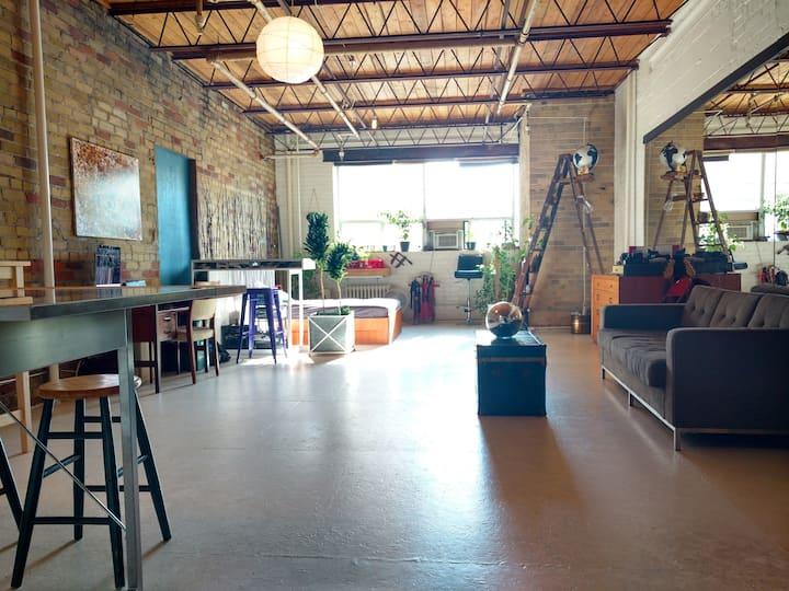 Unique Downtown Shoe Factory Loft *Heritage Site!*