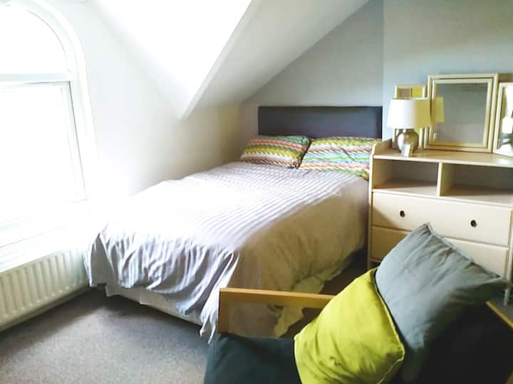 Close To City. Private Room & Bathroom only