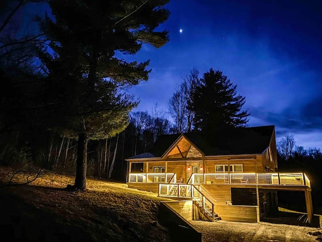 Hudson Valley hideaway with hot tub and WIFI