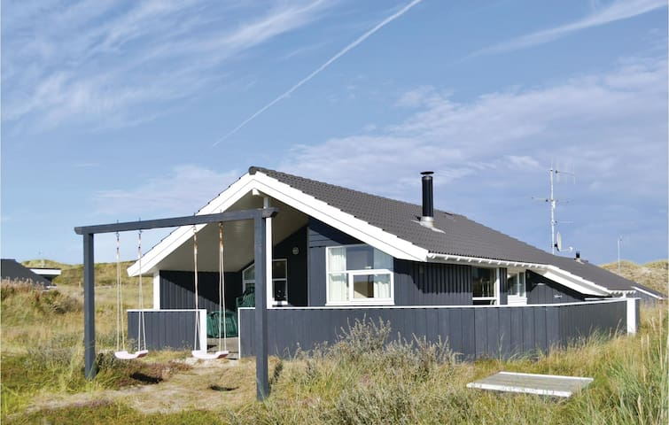 Holiday cottage with 3 bedrooms on 82m² in Hvide Sande