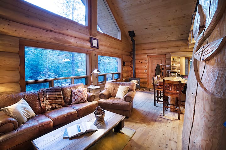 Log Cabin Get Away: A Perfect Mountain Retreat