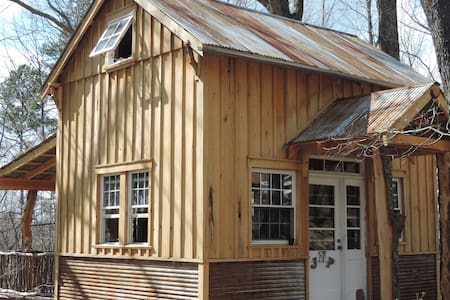 Peach's Paradise Eco-Cabin & Bathhouse In Town!