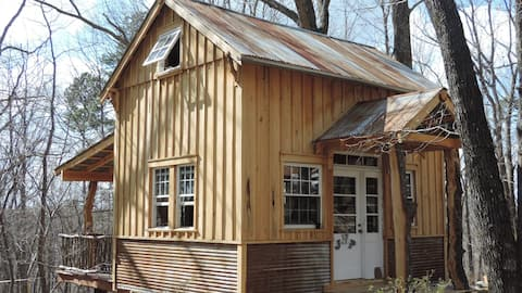 Peach's Paradise Eco-Cabin & Bathhouse In Town!