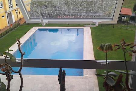 Apartamento en campo con piscina - Bertamiráns