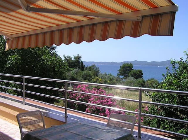 Studio Apartment Biuk 2 sea view/near the beach - Kožino - Flat
