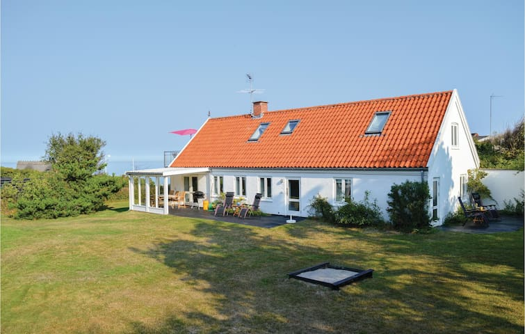 Holiday cottage with 3 bedrooms on 200m² in Vejby