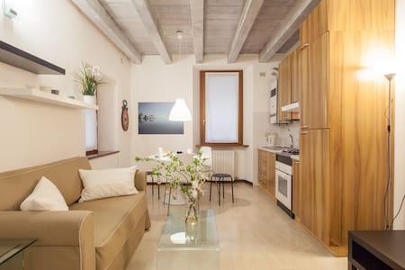 Casa Carega - Piazza Erbe - Верона