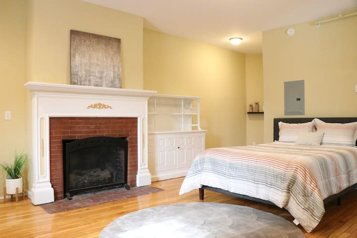 Downtown Plattsburgh Studio Suite | Sleeps 4!