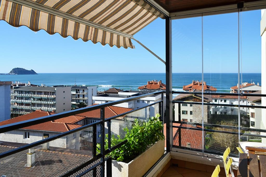 Maravilloso balcón con vistas desde el séptimo piso.