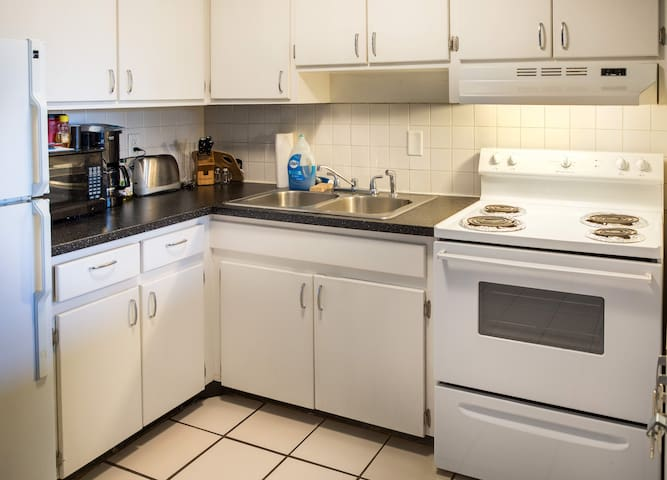 Kitchen stocked with cookware/dinnerware & complimentary coffee & tea.